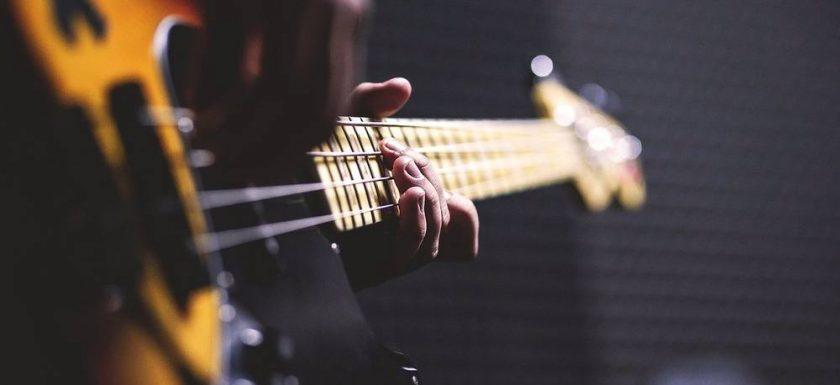Kvinnliga basister som äger